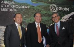 Globe Telecom board chairman Jaime Augusto Zobel de Ayala (right) poses with deputy CEO Ernest L Cu, and President and CEO Gerardo C. Ablaza Jr.